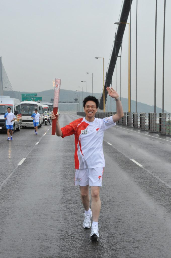 由無綫總經理到全港認識的公眾人物,北京奧運前被選中傳遞聖火。