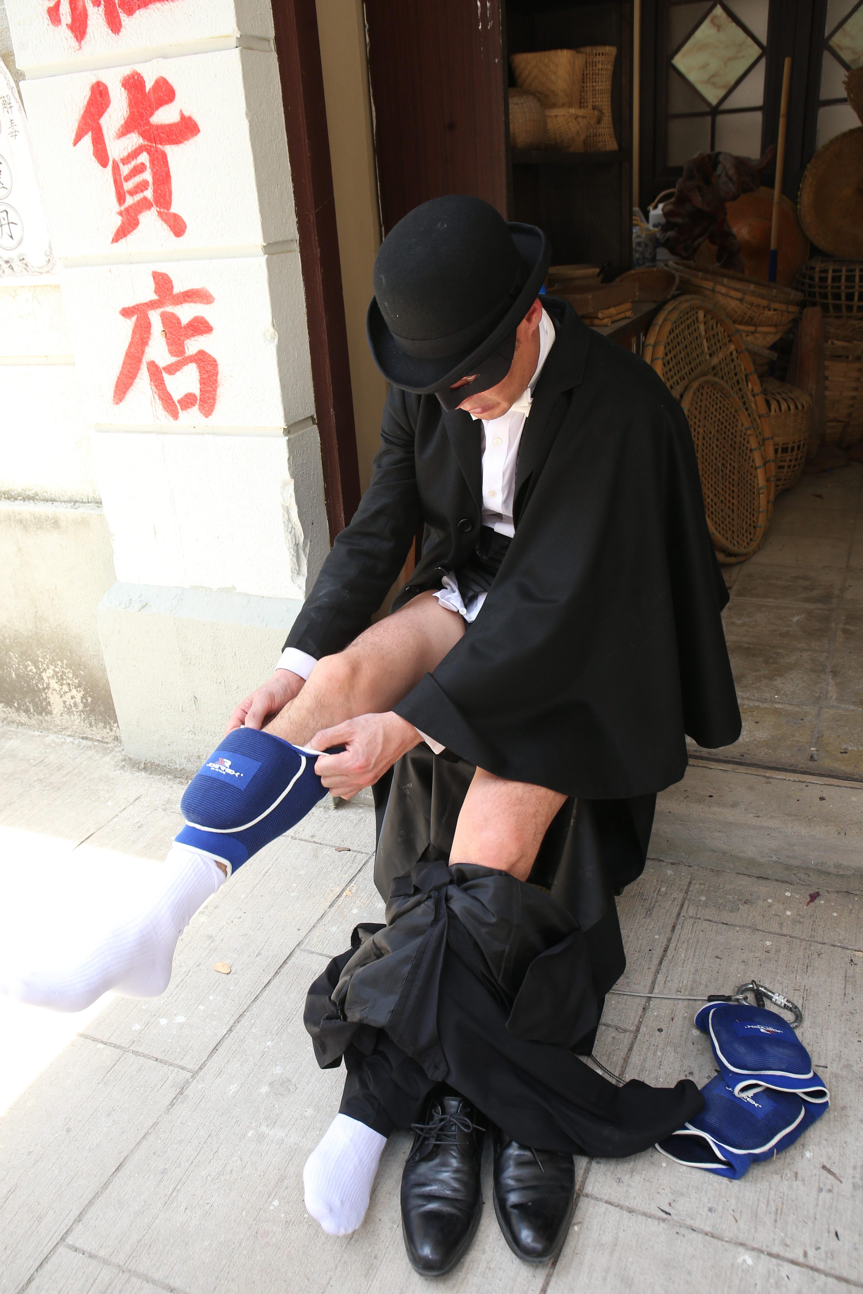 每次拍攝吊威也及動作場面,黃智賢都會做足安全措施。