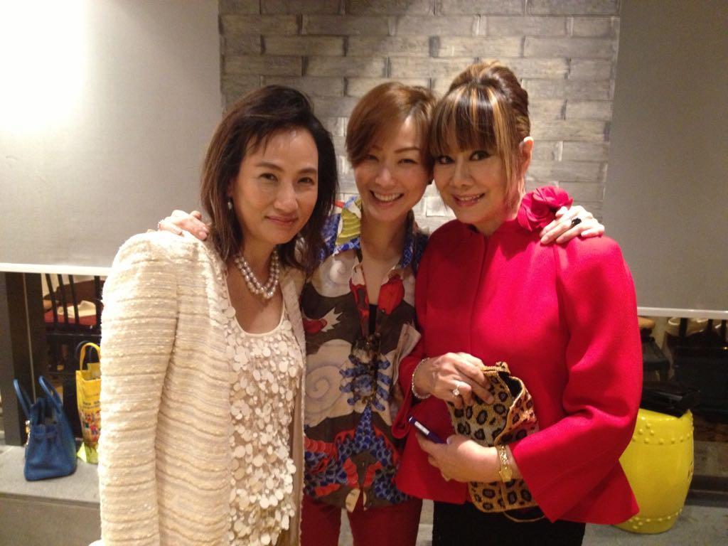 出席Sammi生日會,當天林燕妮穿一身紅衣,她說已經很久沒有買紅色衣服,這是新買的。