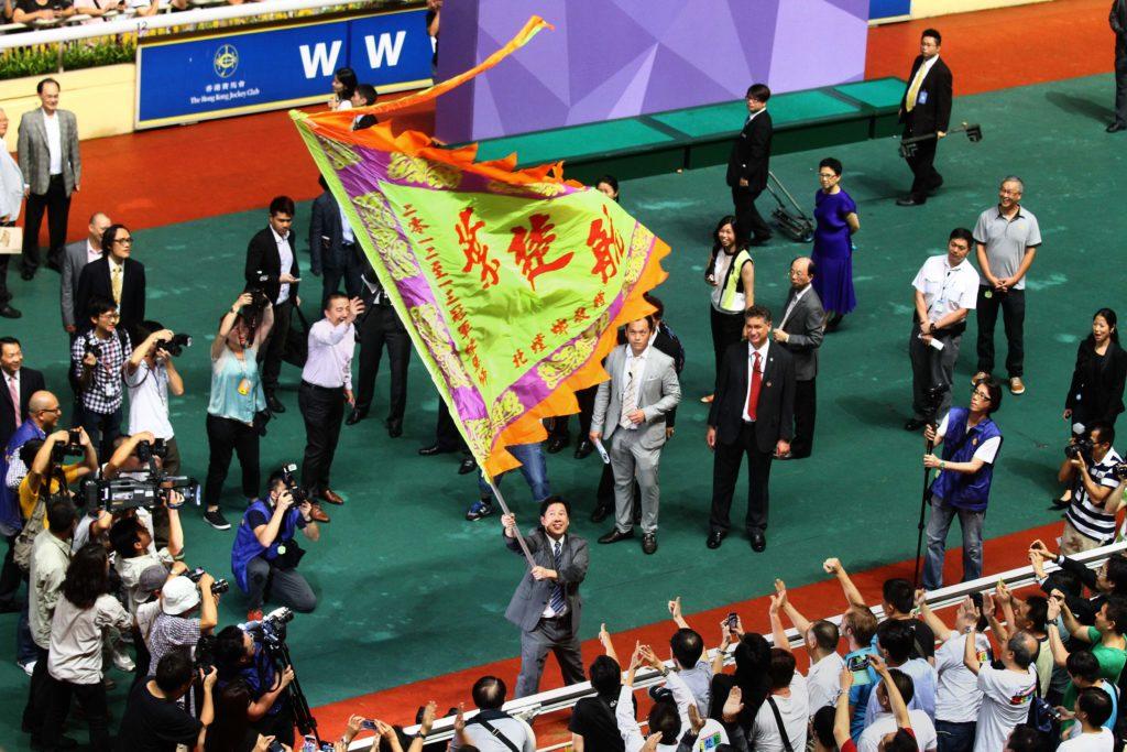 二○一二年至二○一三年馬季,葉楚航成為首位見習騎師出身的華人冠軍練馬師。