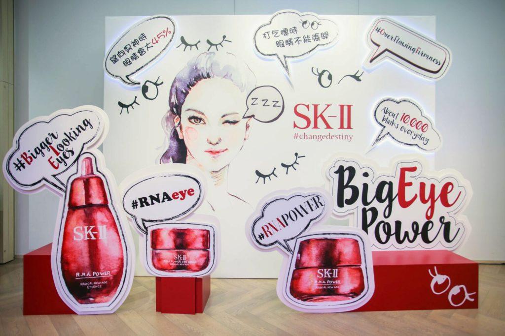 郭詠嘉為香港舉行的SKⅡ活動畫插畫,作品受到品牌日本總部注意,更獲邀為品牌刊物畫插畫。