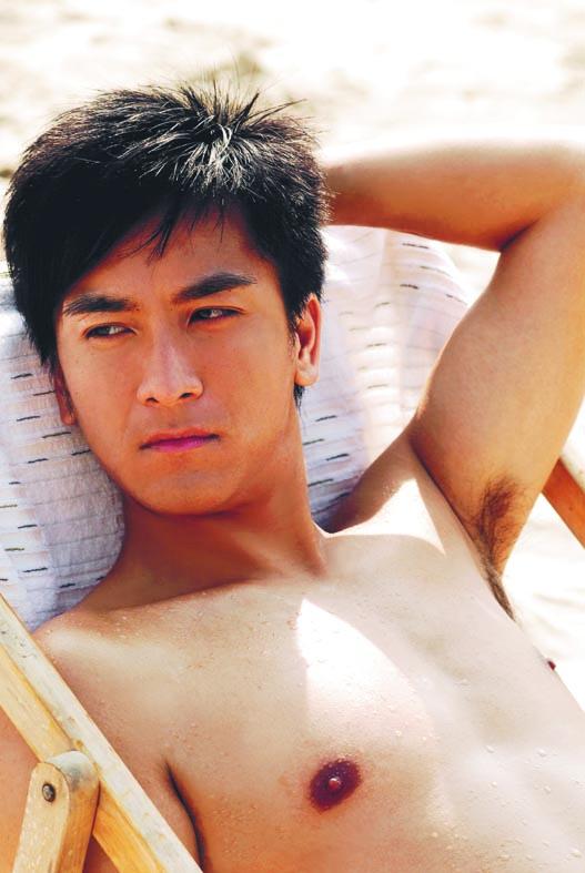 小鮮肉時代的馬國明,由工程師轉職到無綫讀藝員訓練班。