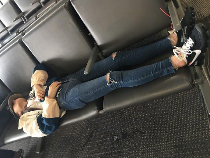 林允的「機場時尚」間中頗有真實感
