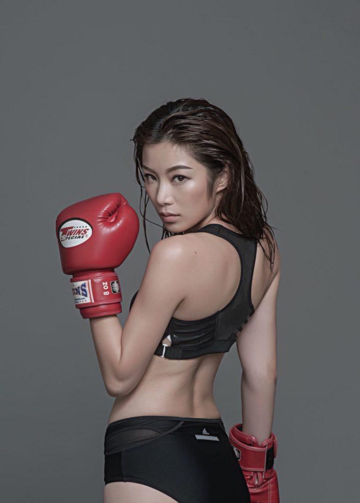 詠春、泰拳、刀、槍、棍、策騎、射箭,Wiyona算是近年打女最多瓣數的一位。