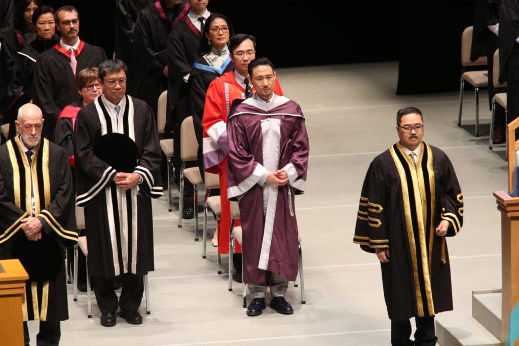 學友大受畢業生愛戴,獲如雷掌聲。