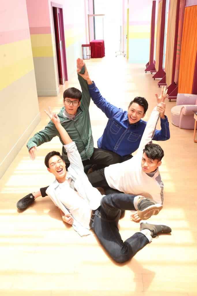 吳偉豪(前左)、周嘉洛(前右)、馮子森(後左)及焦浩軒(後右)在《愛‧回家之開心速遞》演出獲觀眾注意,他們更因拍劇而建立感情。