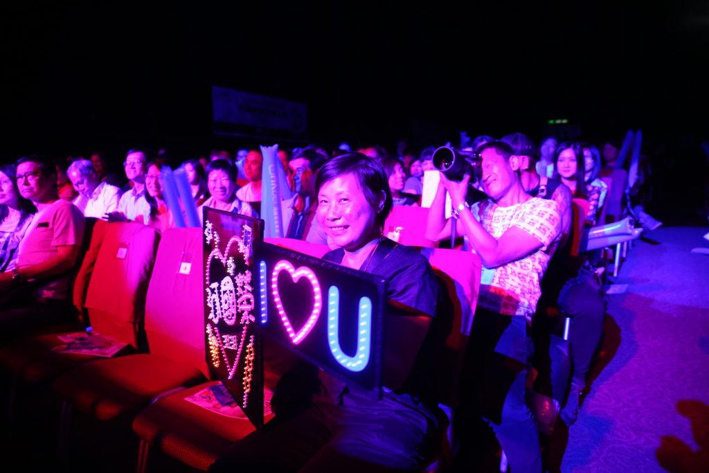 河國榮的頭號fans便是河太,她全程在音樂會上打點。