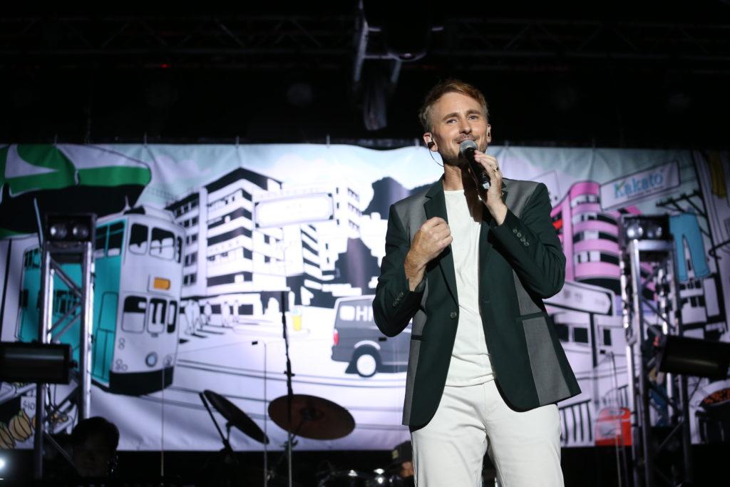 音樂會的佈景以香港的特色為題,也是河國榮眼中的香港。