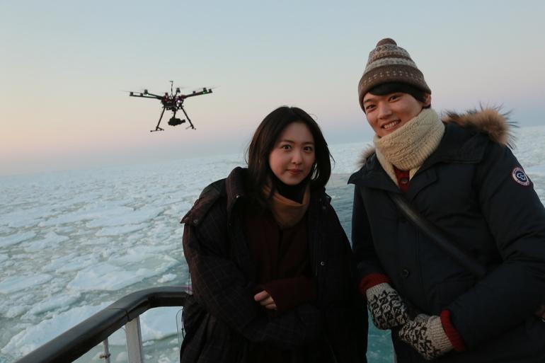 導演讚古川雄輝、藤井武美合作得很有火花,而有這部電影的誕生,全因二人身後知床這個景色。