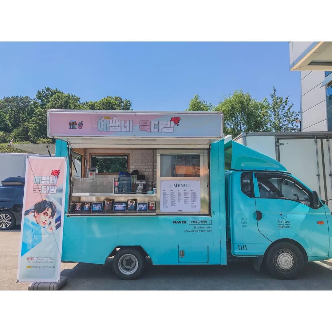 不少粉絲團已送上咖啡車、餐車等,對偶像表示支持。