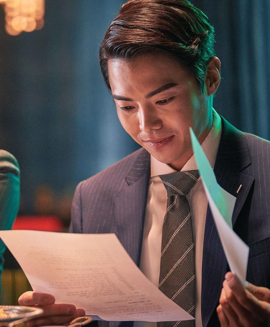 《逆賊》男星朴恩錫飾演暗戀女主角的大學前輩,為向白範報復當上檢察官。