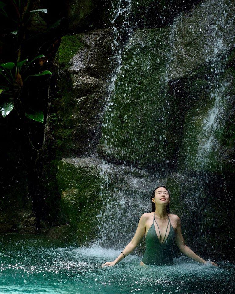 姚子羚早前出發到菲律賓旅行,來個泳裝大解放。
