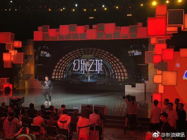 觀眾入錄影廠需要沒收手機,只有官方能夠拍到現場廠景。