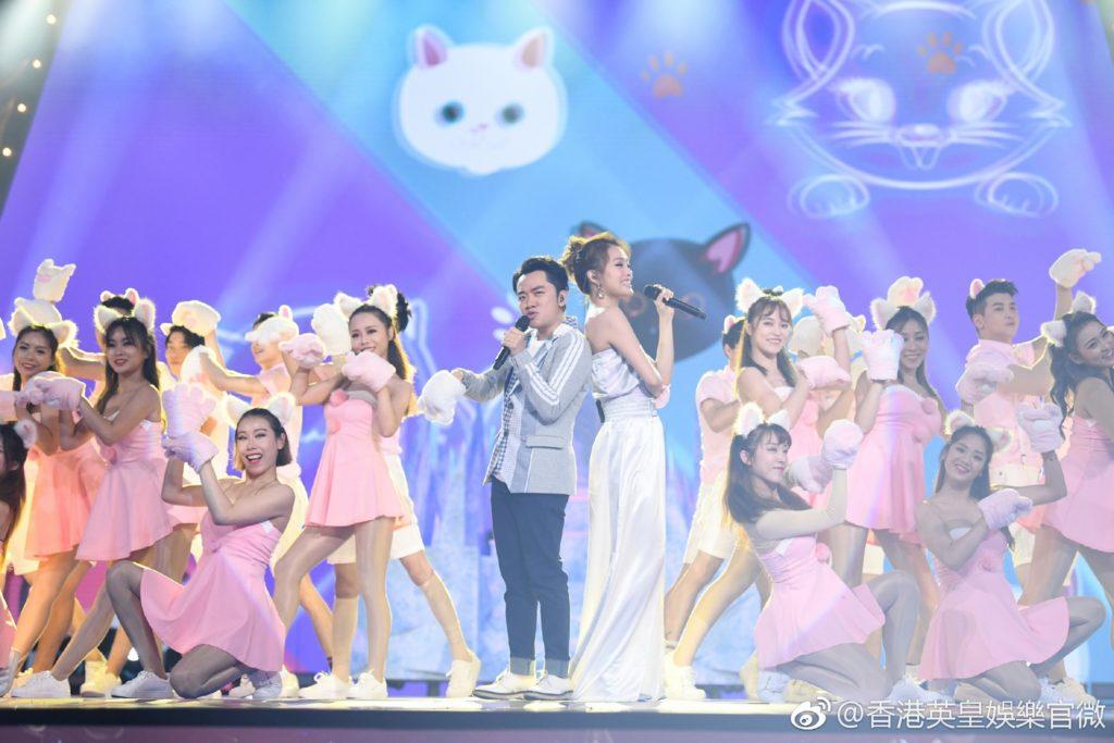 近年祖兒積極向內地發展,頻頻亮相綜藝,上周出席王祖藍主持的《奔跑吧》,兩人合唱網路神曲《學貓叫》。