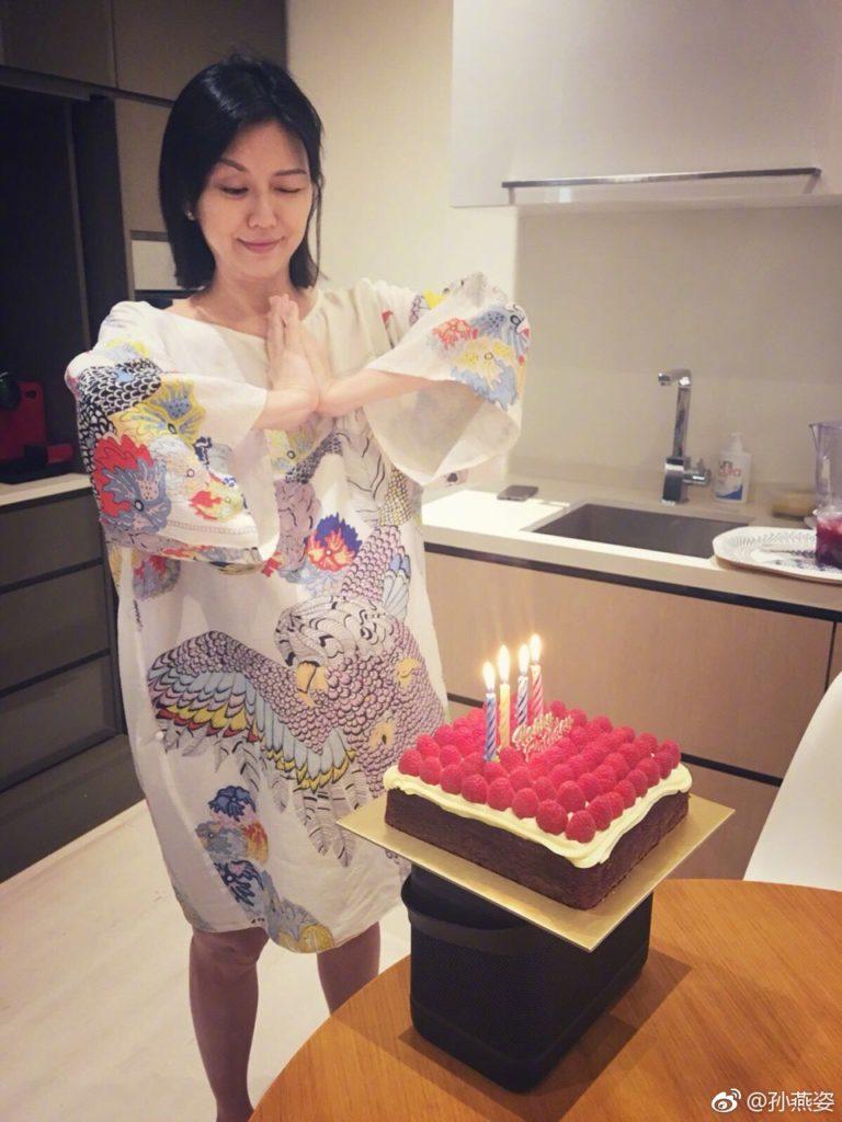 上星期一孫燕姿40歲生日,大着肚切生日蛋糕,她兩日後誕下細女。