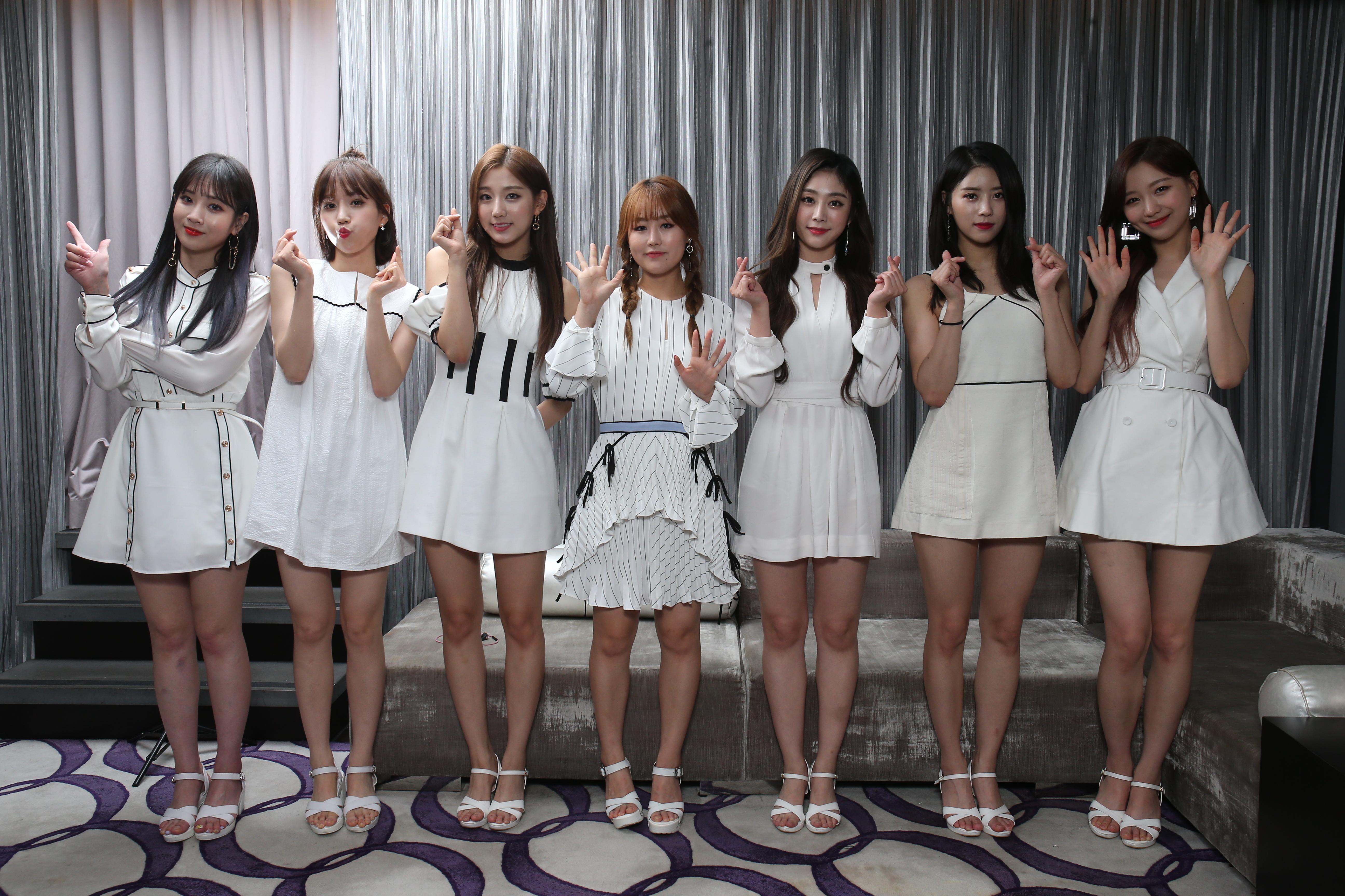 早前LOVELYZ七缺一,由(左起)智愛、JIN、叡仁、Baby Soul、智秀、美珠和洙正率先襲港。