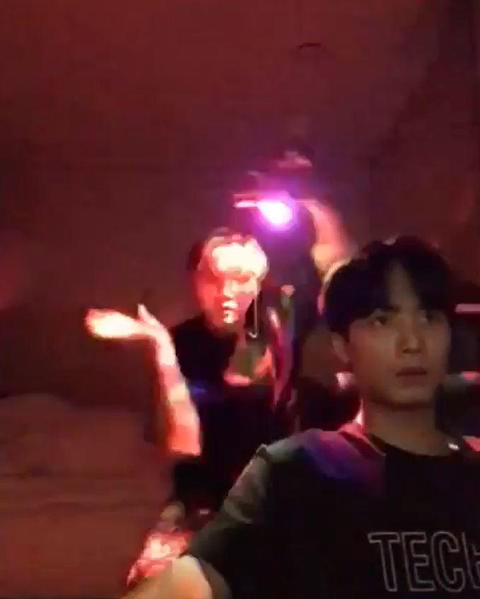 隊長JR出名專注力一百分,面對Ren這樣的騷擾,也能如常打機零反應!