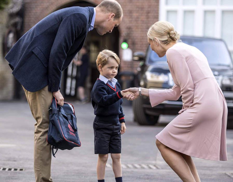 去年開學日由威廉王子帶喬治上學,據知今年Kate會與威廉一起送喬治開學,但不會再邀請傳媒採訪。