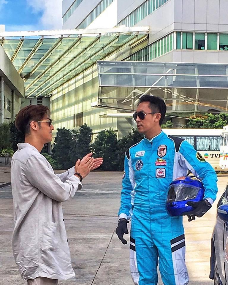 譚俊彥飾演的特技人,有很多動作場面,與飾演導演的關楚耀有不少合作。