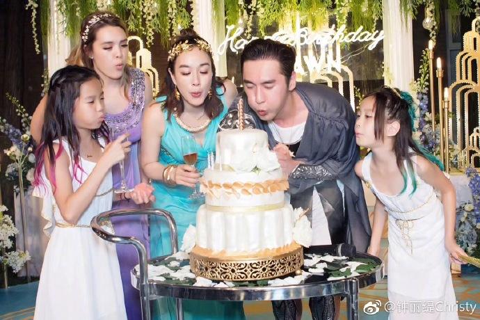 三位女兒對媽媽計劃生B有不同看法,大女兒比較擔心是年紀相差太遠。