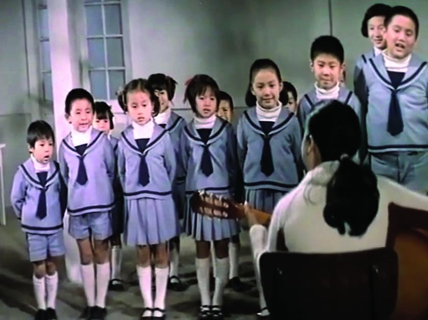 在《愛的天地》中,翁倩玉飾演的女主角秀亞剛踏出校門,即得悉身患絕症。