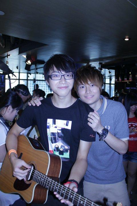 胡鴻鈞說比賽最初吳業坤不肯和他們玩,後來他拉坤哥融入羣組。