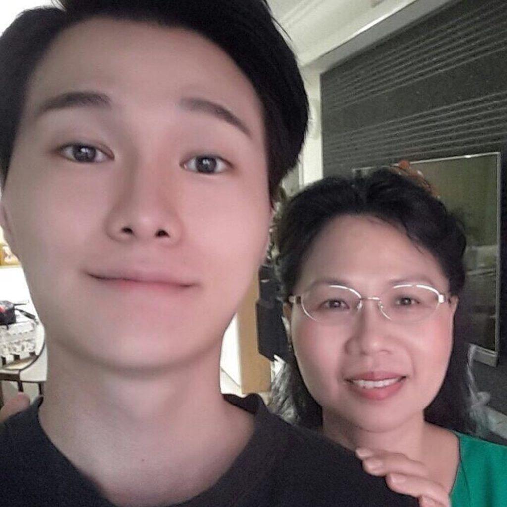 媽媽開物流公司,希望兒子從商,曾經反對胡鴻鈞入娛樂圈。