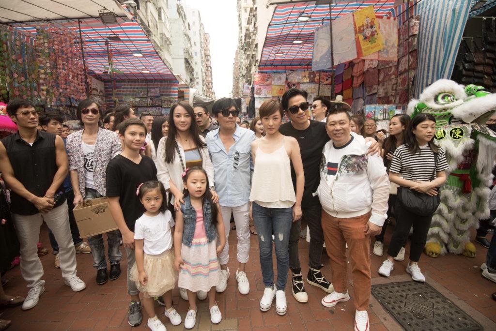 主角吳卓羲及劉心悠與劇中台前幕後早前在旺角舉行開鏡拜神儀式,吸引逾百市民圍觀,場面熱鬧。