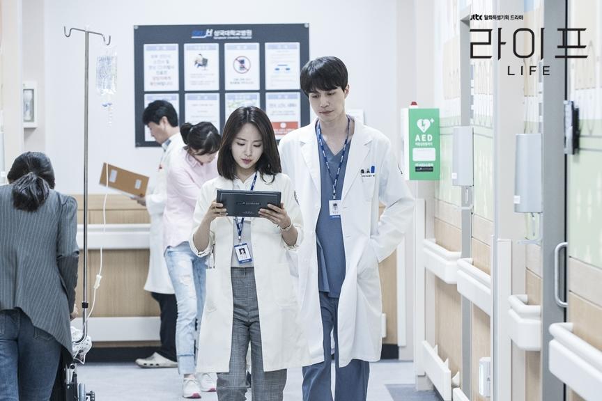 元真兒飾演女一李盧乙,不過根據李秀妍作家的手法,跟李棟旭似乎不會有明顯的感情線。