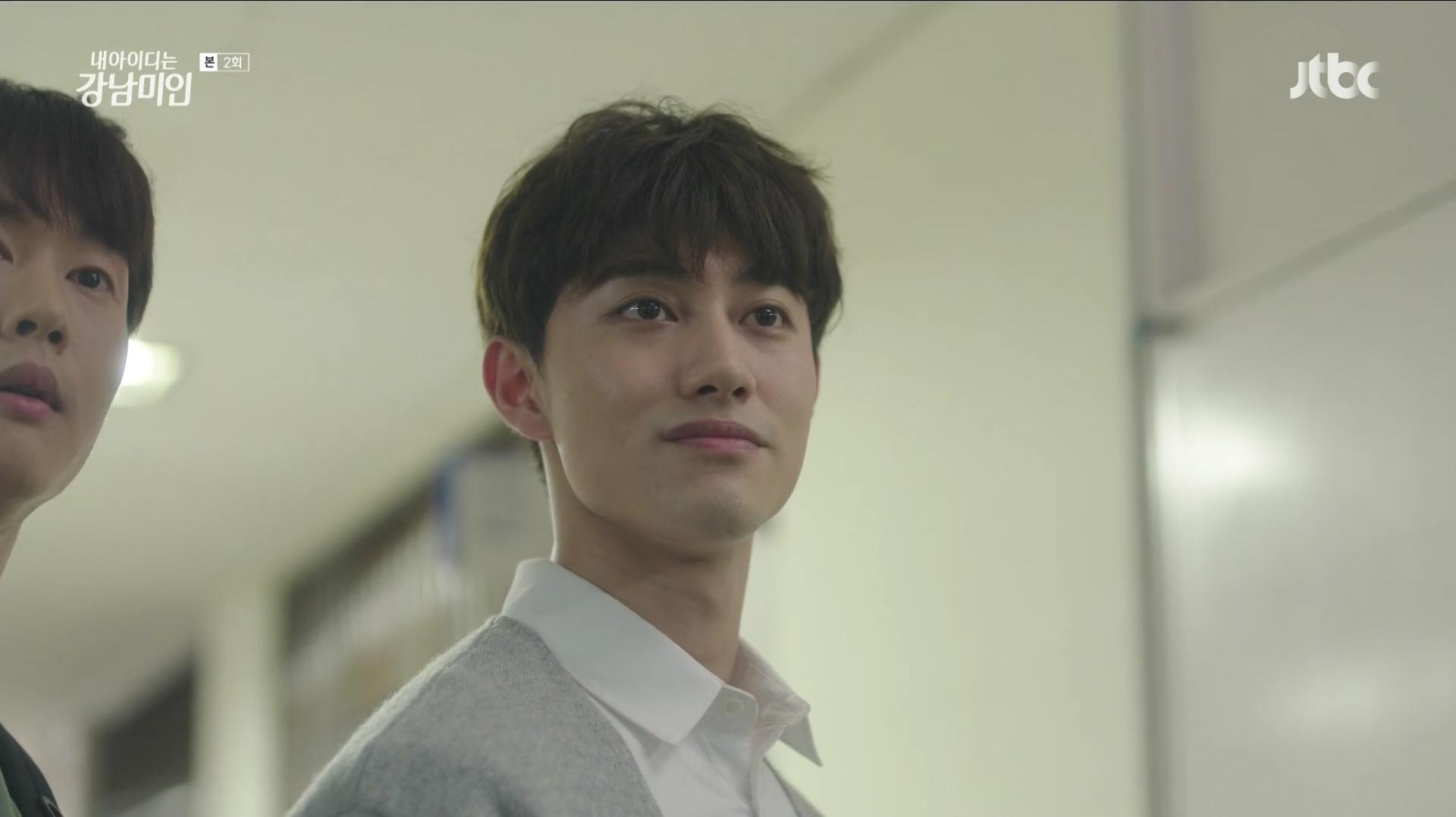 郭東延飾演姜美萊大學學長,是美萊的黑騎士。