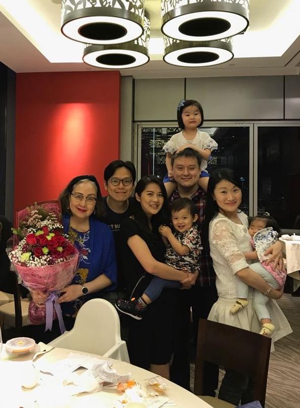 盧宛茵現實中的兩名兒子亦已成家立室,早前兒子、媳婦及三名內孫跟她慶祝母親節,非常溫馨。