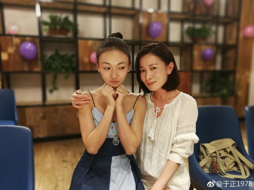 阿佘入劇組時,《延禧》已開拍了一段時間,剛好吳謹言生日,劇組就一起搞party慶祝。