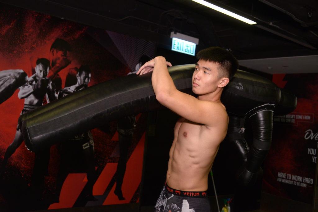 香港對摔跤運動欠缺資源,他就去到台灣升學兼訓練,向職業MMA賽事方向進發。