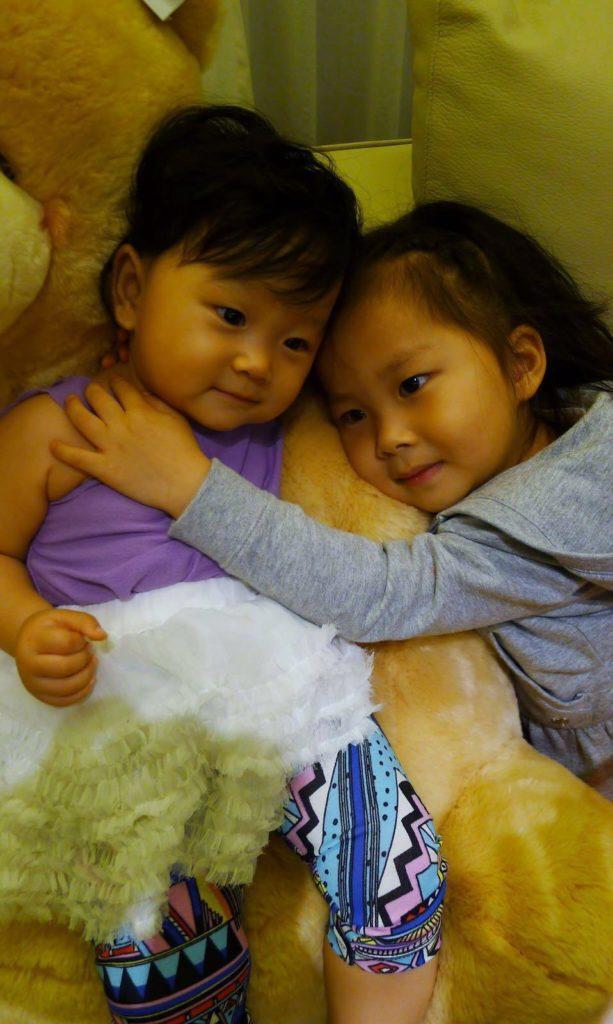 兩姊妹健康成長,郭政鴻說是太太的功勞,一開始堅持餵人奶。