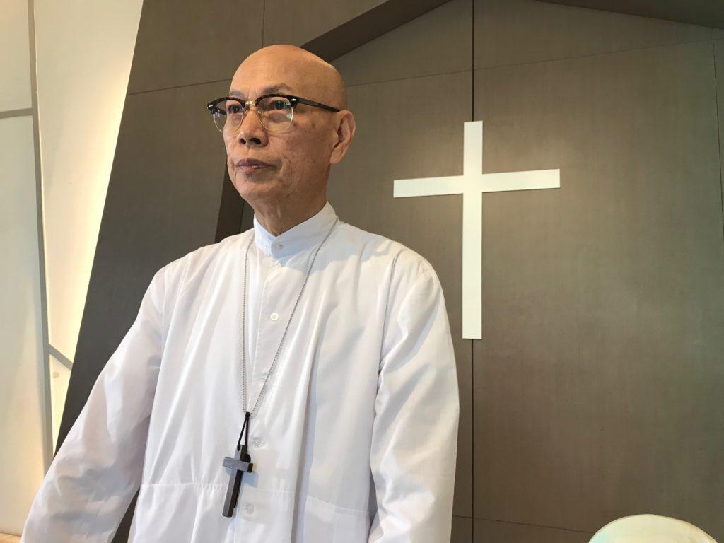 在新劇《已讀不回》中,家英哥扮演神父,是一個看透世情的人。