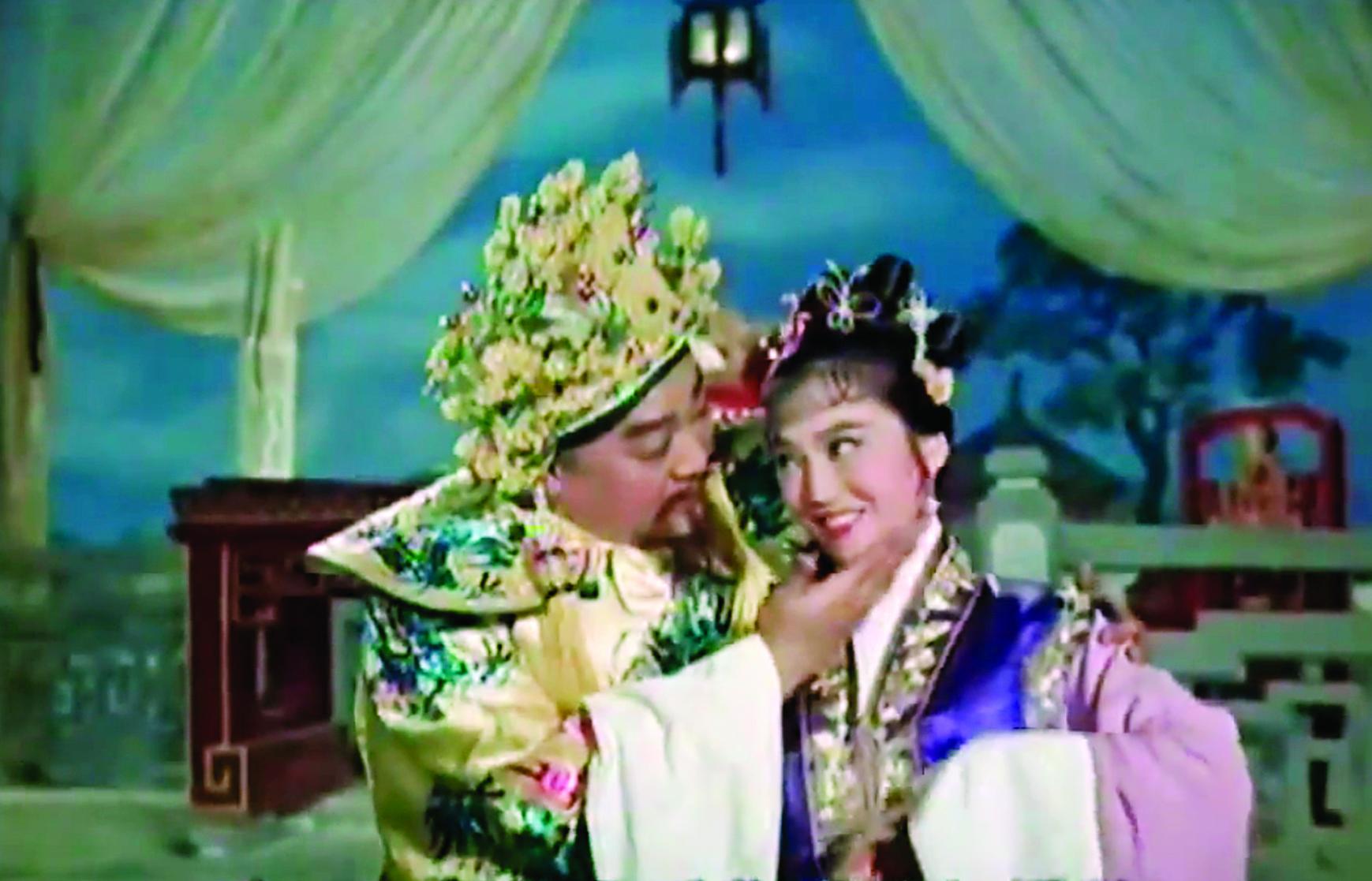 梁醒波在《三宮六苑斬狐妃》演皇帝,一臉冧樣;而用迷湯把他灌成這樣的是狐妃李香琴,她演得再賣力,觀眾也只會對她咬牙切齒。