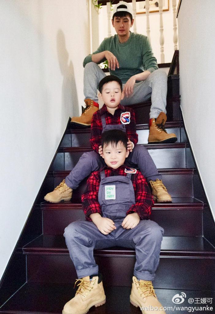 兩個五歲的兒子正值學習的年齡,王媛可說希望他們一個是「模範」、一個是「榜樣」,因此為兩個兒子取名「王一模」和「王一樣」。