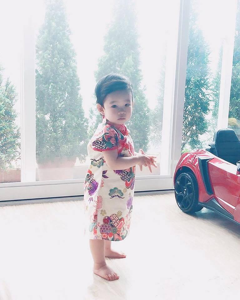 小公主如此可愛,難怪阿聰常常放照片上網,跟大家分享。