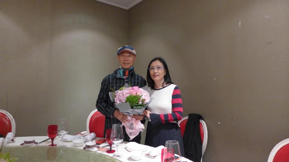 今年是二人結婚九周年,當然要切蛋糕跟好友齊齊慶祝。