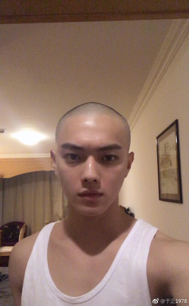 許凱說從小到大都沒有剃光頭,剃完頭之後幾天真的有點崩潰。