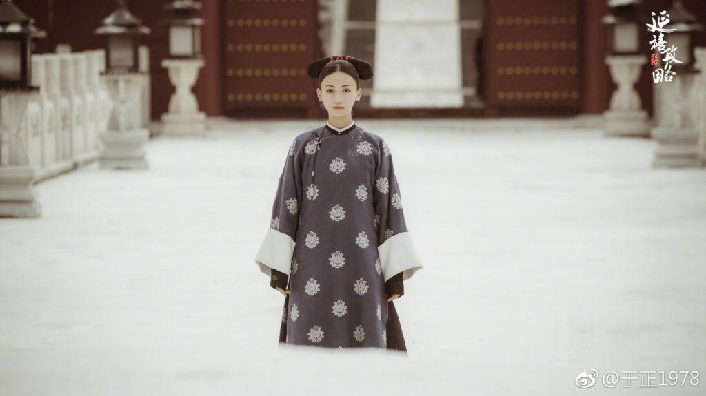 這幕許凱和爾晴成婚後進宮請安,大雪紛飛看到瓔珞磕頭跪拜,令許凱印像深刻。