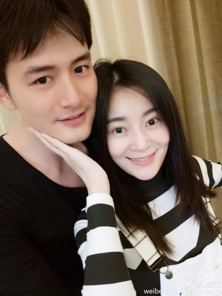 一二年,王媛可與演員王雨結婚,翌年在美國生下一對雙胞胎兒子,但兩人低調鮮有公開談及家庭生活。