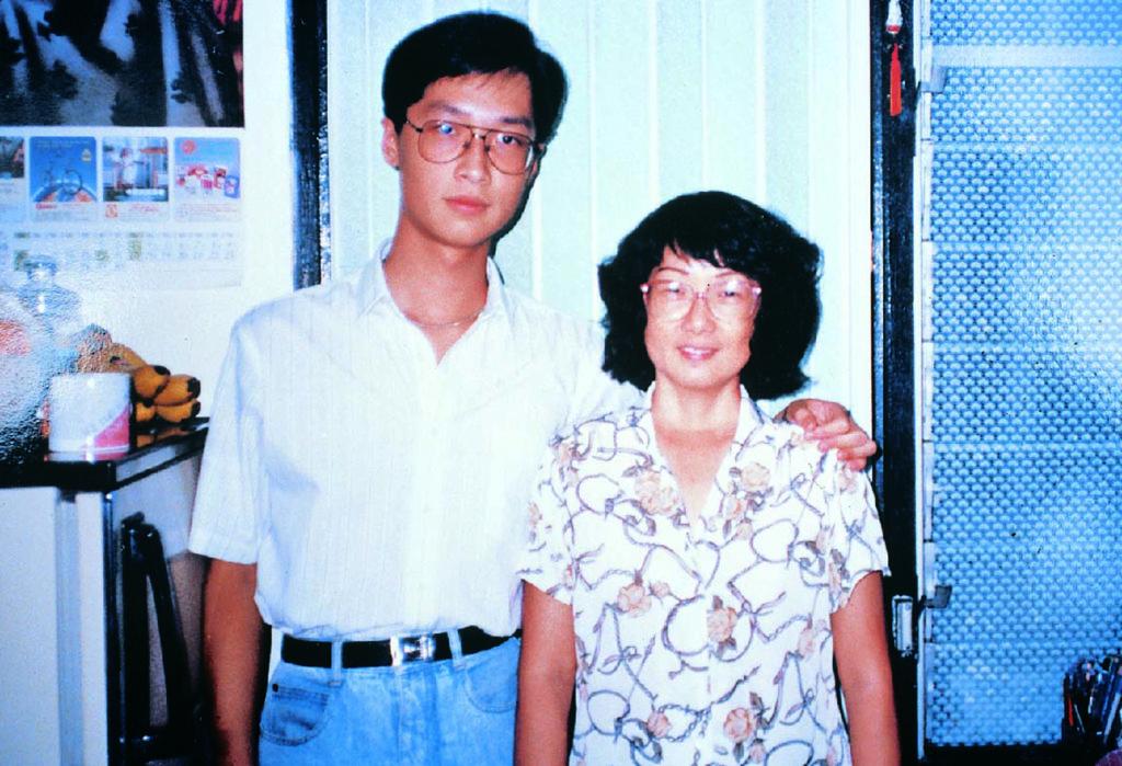影響馬浚偉最深的人是他母親,他創作的舞台劇圍繞的是他和媽媽的感情。