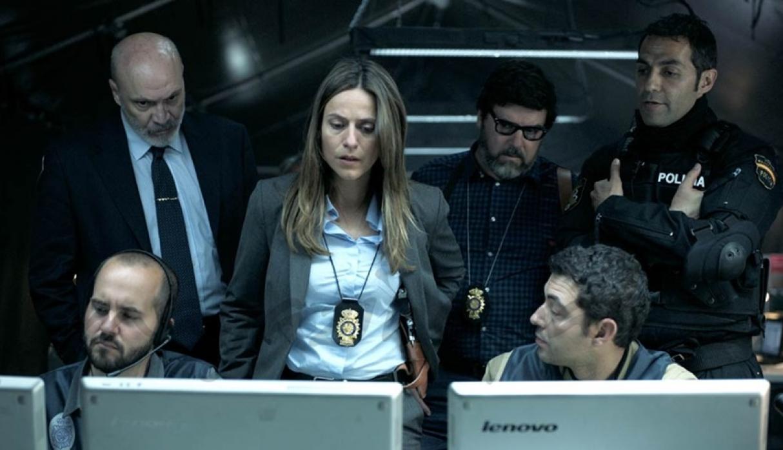 Itziar Ituño飾演的女探員帶領警方緝拿劫匪,期間她與教授大玩心計互相拆招。