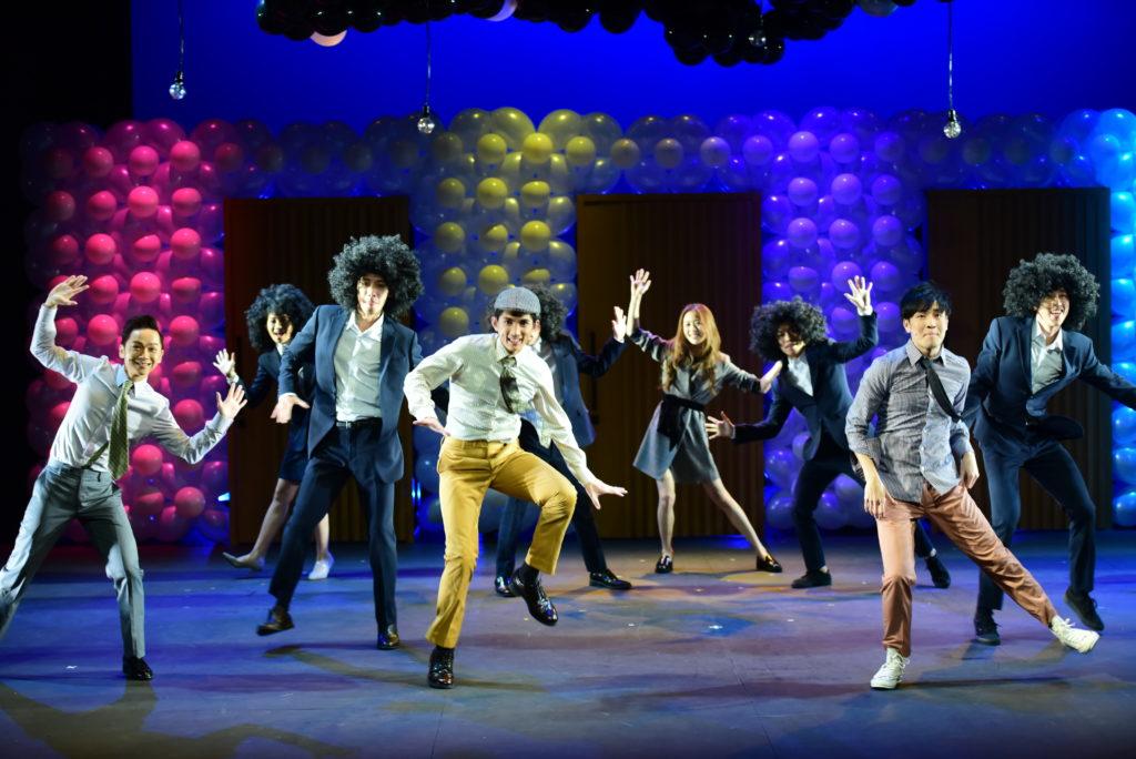 劇中有一半是喜劇,一半是歌舞,希望觀眾看得開心。