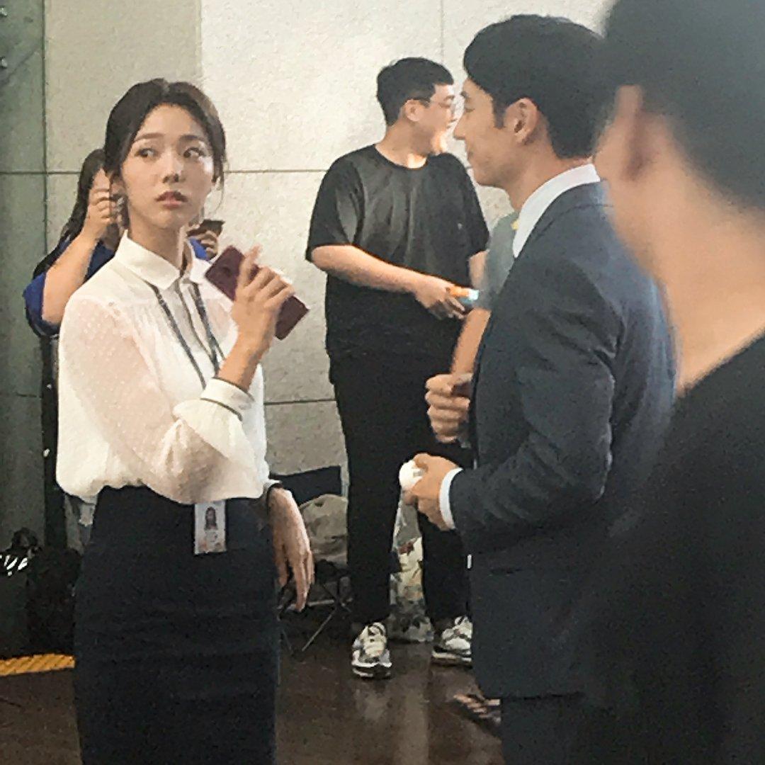 日前有網民於仁川機場巧遇李帝勛、蔡秀彬拍攝《狐狸新娘星》