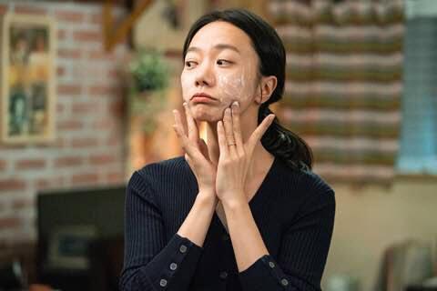 做開打女、女強人的裴斗娜今次居然演師奶,不少人都不分期待她的演繹。
