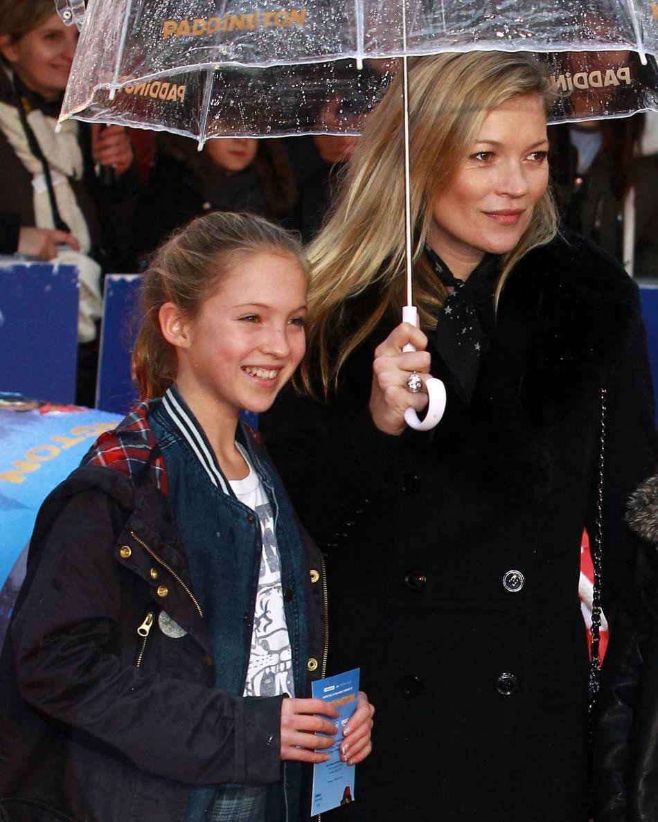 Lila自細跟媽媽Kate Moss出席活動,面對鏡頭都表現自如