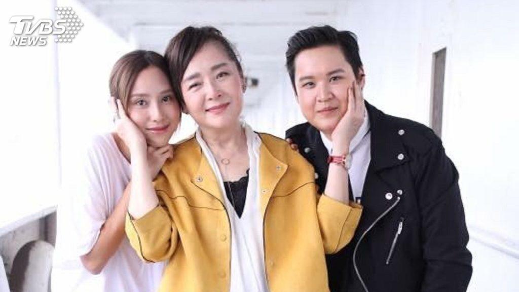 恬妞早前與台灣演員房思瑜合拍網劇,剛巧女兒朱曉彤在場,便客串幾日。