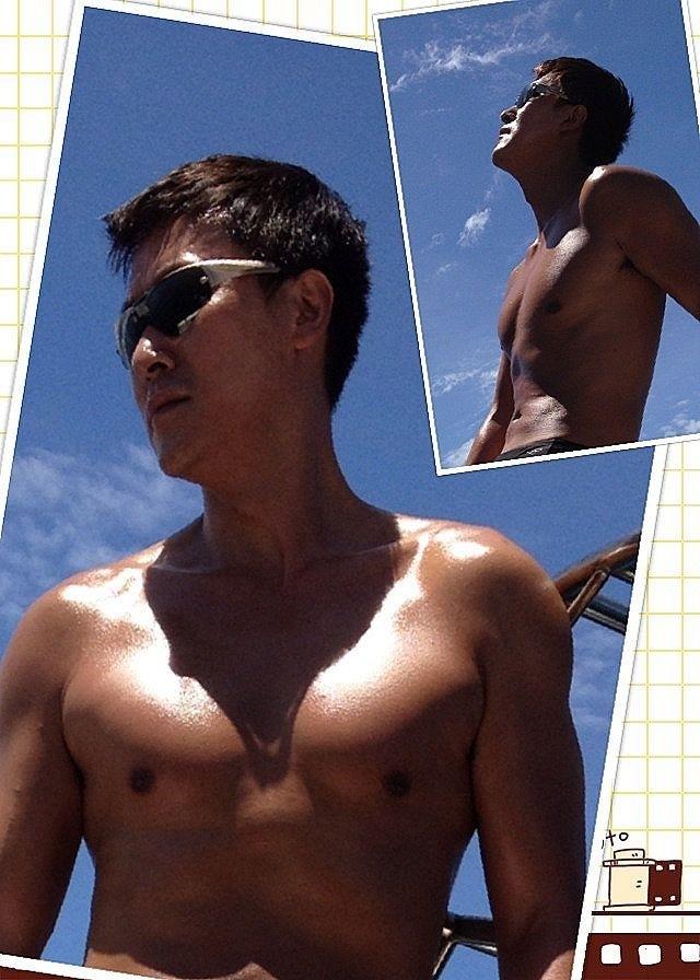 五、六年前馬德鐘在網上貼游泳照,很fit。